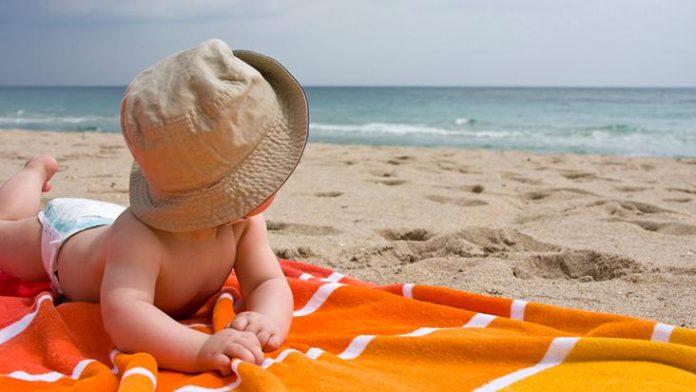 Saiba como proteger o seu bebé na praia