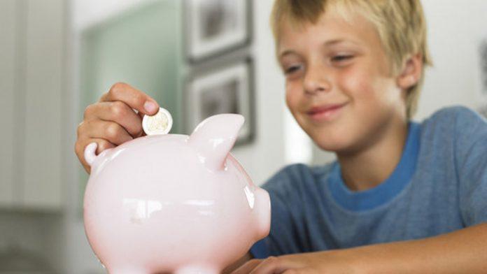 Como ensinar a importância do dinheiro ás crianças