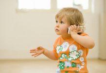Quando a criança está a aprender a falar, siga as normas