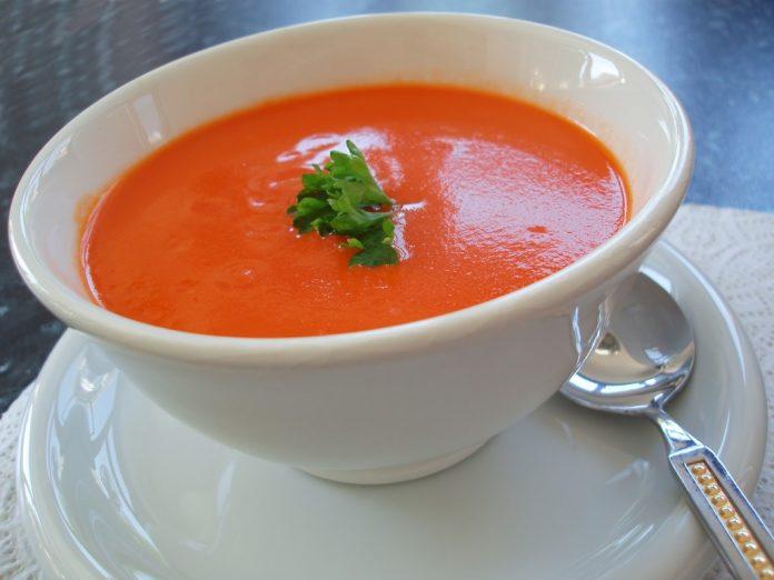 Creme de tomate e manjericão